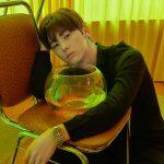 """ファン・ミンヒョン(NU'EST)、セクシーさと清純さあふれる写真で""""顔の匠ぶり""""発揮"""