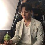"""<トレンドブログ>IU、ヨ・ジングがすねた瞬間をキャッチ…""""ひと口食べてくれなくて…"""""""