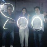 チョ・ジョンソクとユナ(少女時代)、映画「EXIT」800万人突破の記念に花火認証ショット!