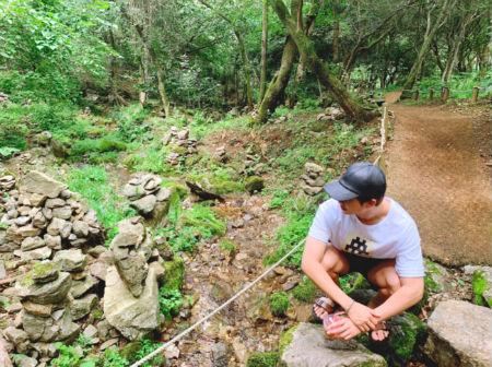 「防弾少年団」RM、森の中で休暇を楽しむ姿を公開