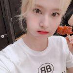 【トピック】「TWICE」サナ、チキンを食べる姿がキュートすぎると話題
