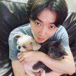 キム・ジェウク、愛犬、愛猫を胸に癒し系のビジュアル炸裂