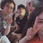 """FTISLANDイ・ホンギ、家族との団らんの様子を公開…""""お尻が心配?"""""""