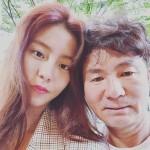 ユイ(元AS)、父の詐称被害を受けツーショットを公開…「こんなにハンサムな方が私の父です! 」