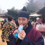ソルヒョン(AOA)「私の国」の撮影所でアイス食べて…いたずらっ子の表情