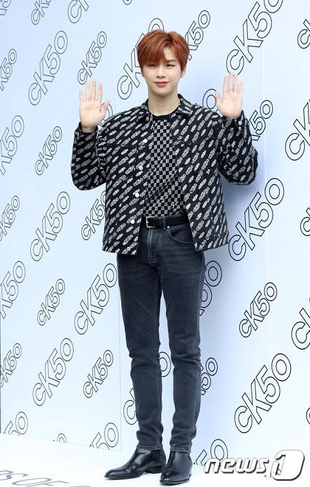 歌手カン・ダニエル、釜山にサプライズで登場…有名ブランドイベントに出席