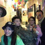 """【トピック】G-DRAGONの実姉クォン・ダミさん、除隊した弟と共に""""家族完全体""""写真を公開"""