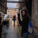 """""""笑顔""""のハン・ヒョジュ、アメリカンドラマ「トレッドストーン」の撮影現場の写真を大放出"""