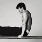 クォン・サンウ、グラビアで強靭な上半身を公開…新作映画「神の一手:グィス編」で初ダイエットに臨む