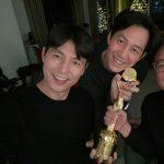 チョン・ウソン、友人のイ・ジョンジェと「青龍賞」男優主演賞受賞のお祝いショット公開
