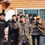「コラム」FTISLANDのイ・ホンギ!新兵訓練が終わって最高の笑顔を見せる