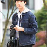 「PHOTO@龍仁」B1A4ゴンチャン、大学のキャンパスを歩く…ドラマ「私の名前に」の撮影真っ最中