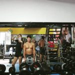 ユイ(元AS)、インスタで父親キム・ソンガプコーチの筋肉質なボディを公開「パパと運動中」