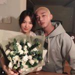 俳優ユ・アイン、女優ソン・ヘギョと花束持って親しくツーショット
