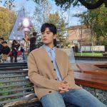 キム・ドンジュン、秋の香りがするイケメン…彫刻のような横顔