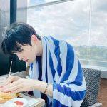 【トピック】「ASTRO」チャ・ウヌ、ハンバーガー食べる姿がかわいいと話題