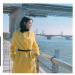<トレンドブログ>女優チャ・イェリョン、のどかな天気に明るい彼女..黄色いコートがよく似合う