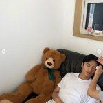 【トピック】俳優イ・ミンギ、熊のぬいぐるみの隣で熟睡する姿もイケメンだと話題