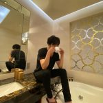 """俳優キム・ジェウク、さり気ない姿までグラビア!""""完成された男性美"""""""