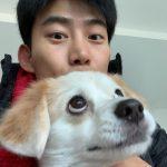 "2PMテギョン、愛犬エディと久しぶりのあいさつ!""可愛いのはどっちだ?"""