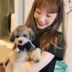 """少女時代テヨン、伴侶犬ゼロと幸せな日常""""チュー"""""""