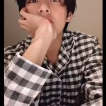 """防弾少年団(BTS)、V彼氏感たっぷりすぎる眼差しであいさつ!""""こっちも寝れなくなる?"""""""