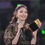 【2019 MAMA】チョンハ、女性歌手賞を受賞…「ByulHarang愛しています」