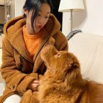 """<トレンドブログ>""""どっちが子犬?""""…「AOA」ソリョン、伴侶犬トンチとアイコンタクト"""