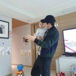 【トピック】俳優チョ・ヒョンジェ、かわいい親子のツーショットが話題