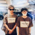 防弾少年団(BTS)RM&SUGA、そっくりな姿でファンにあいさつ…よく似たほほ笑み
