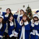 「LOVELYZ」、青いサンタに扮してクリスマスゲリラライブ開催