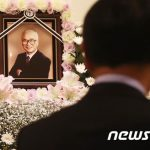 俳優イ・ビョンホンの養父で旧大宇グループ創業者の金宇中氏、死去