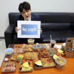 <トレンドブログ>「SUPER JUNIOR」シンドン、豪華な食事を前にVライン自慢…ダイエット効果がこの程度?