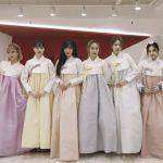 <トレンドブログ>「GFRIEND」、くすみカラーの韓服姿で旧正月の挨拶を伝える!