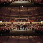 テヨン(少女時代)、コンサートでファンと認証ショット…1万5千人動員