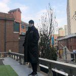 チュウォン、マスクでも隠せない暖かさと長身で魅力発散