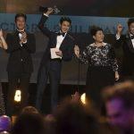 俳優パク・ソジュン、親友チェ・ウシク米俳優組合賞受賞で、超近接ショットで祝福!