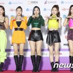 「ITZY」&「TXT」、「2020 GAON CHART」で新人賞受賞=「夢のような1年」
