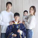 カン・ギョンジュン&チャン・シニョン夫妻、2人の息子との和やかな家族写真を公開