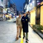 <トレンドブログ>俳優キム・ジソク、お父さんとほのぼのデート..明るい笑顔がそっくり
