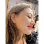 """<トレンドブログ>「TWICE」サナ、ジヒョの24歳の誕生日を祝う""""幸福ももっと食べよう"""""""