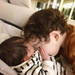 """<トレンドブログ>""""パク・ジュホ選手の息子""""ゴヌくん、1月に生まれた弟の胸にチュー…甘い時間"""