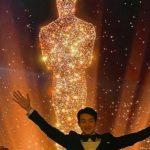 俳優チェ・ウシク、チョ・ヨジョン&パク・ソダムらとパーティー…アカデミー賞のトロフィーを手に祝杯
