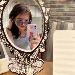 <トレンドブログ>IU、ブルーからレトロスタイルのメガネまで完ぺきによく似合うね