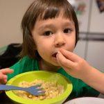 """<トレンドブログ>ウィリアムくん、マカロニ・アンド・チーズは手で食べてこそ美味しい """"一生懸命にきちんと食べること"""""""