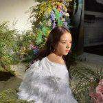 <トレンドブログ>「BLACKPINK」ジス、羽毛の服を着た花の女神‥美しさを再び更新!