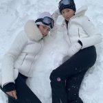 クリスタル(元f(x))、姉のジェシカ(元少女時代)と雪原での双子コーデを公開