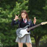 """チョン・ソミ(元I.O.I)、インスタに卒業写真を公開、""""エレキギターにアイスクリーム…まさに個性的"""""""