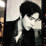 俳優ユン・ヒョンミン、シック美爆発した撮影近況公開…強烈&セクシーな眼差し