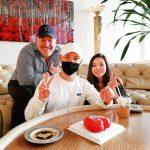 キム・ジュンス、バレンタインデーにハートチョコをもらってピース!!